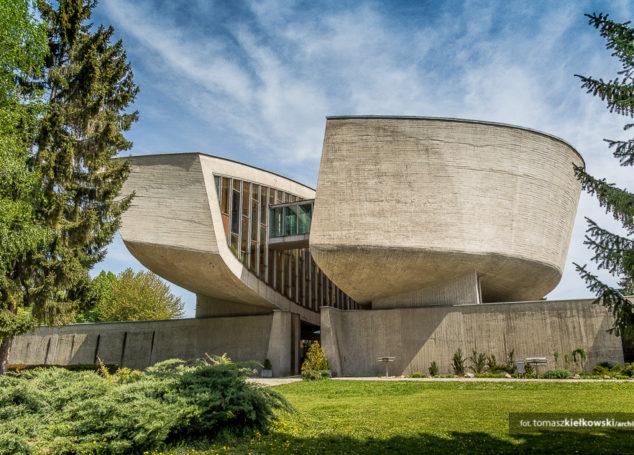 Architektura antyfaszystowska <br> Pomnik Słowackiego Powstania Narodowego   Bańska Bystrzyca